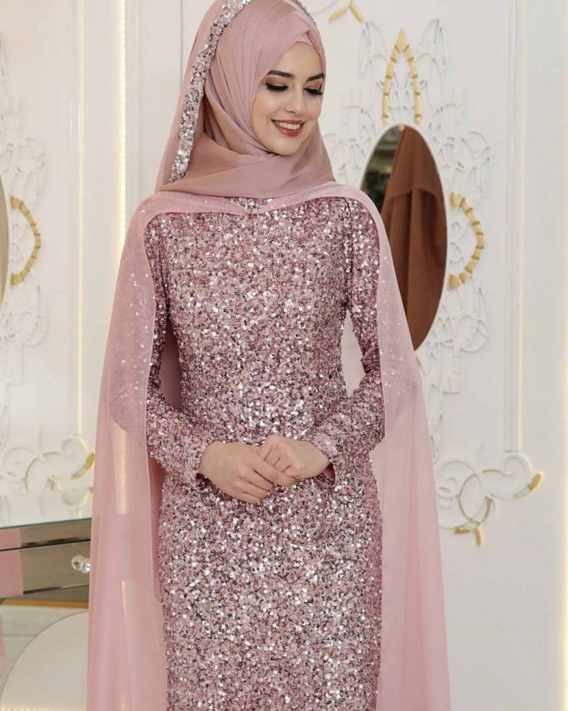 1723854754597017934 2021876026 819x1024 - 2018 En Yeni Pınar Şems Abiye Elbise Modelleri