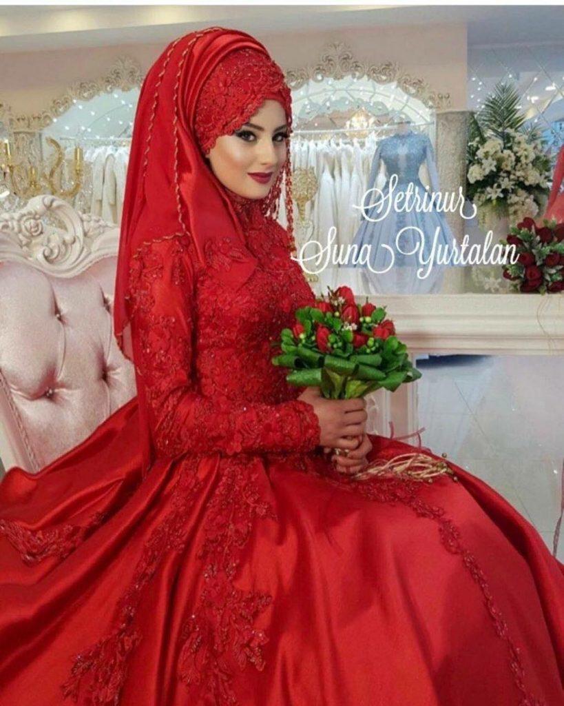 Tesettür Kırmızı Nişanlık Modelleri 819x1024 - 2018 En Güzel Tesettür Abiye Elbiseleri