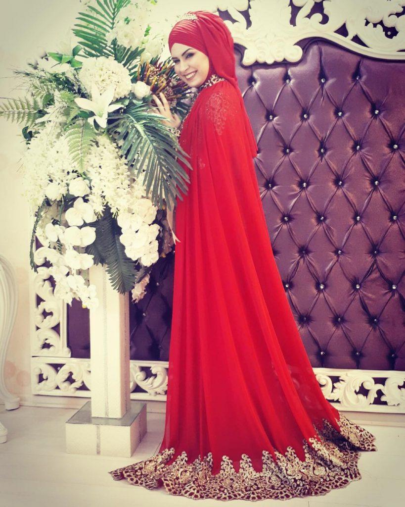 Tesettür Kırmızı Nişanlık Modelleri3 819x1024 - 2018 En Güzel Tesettür Abiye Elbiseleri