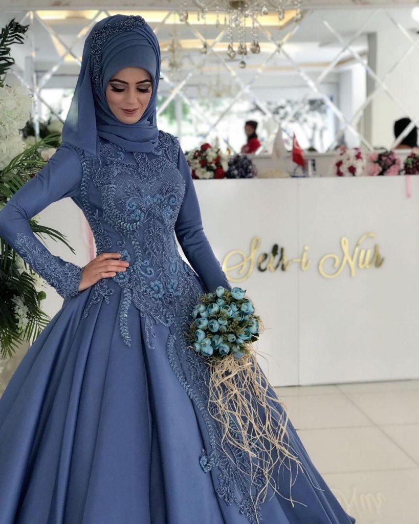 Tesettür Nişan Elbisesi Seçiminde Bilinmesi Gerekenler 2 819x1024 - 2018 En Güzel Tesettür Abiye Elbiseleri