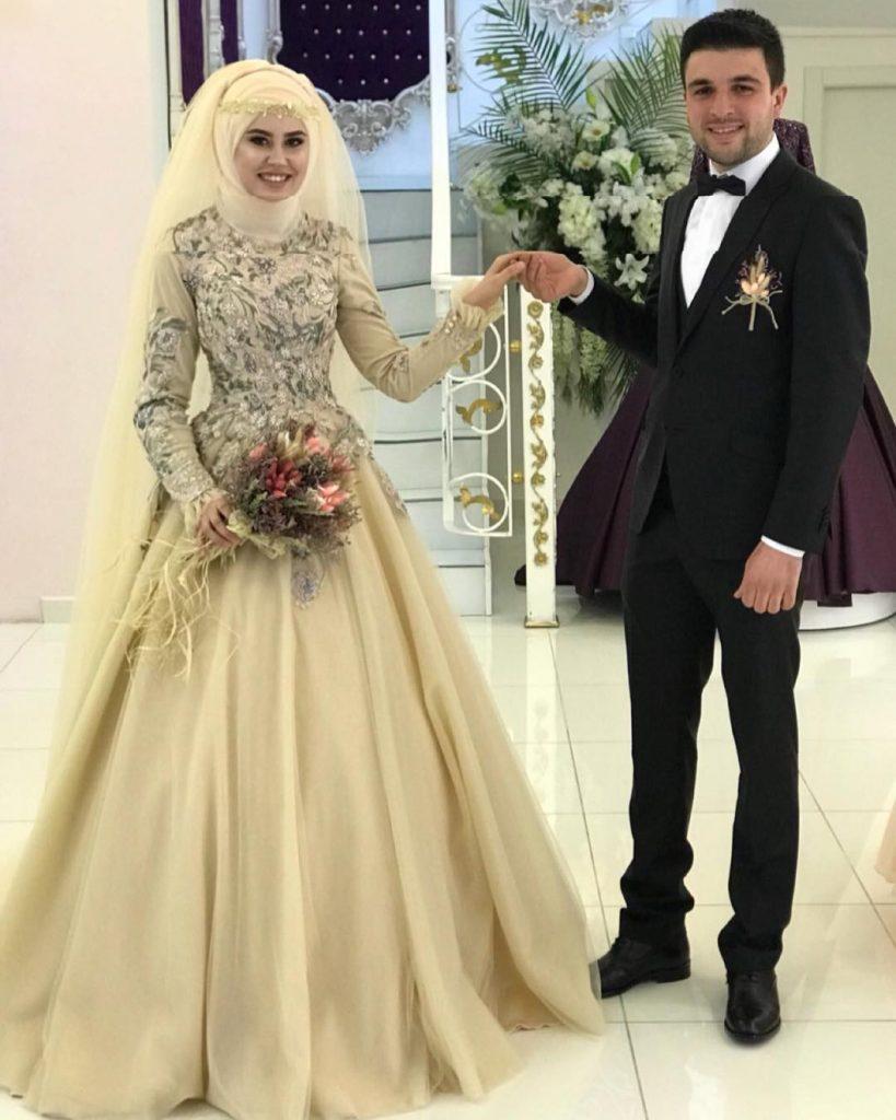 2018 Tesettur Nisanlik Modelleri 5 819x1024 - 2018 En Güzel Tesettür Abiye Elbiseleri