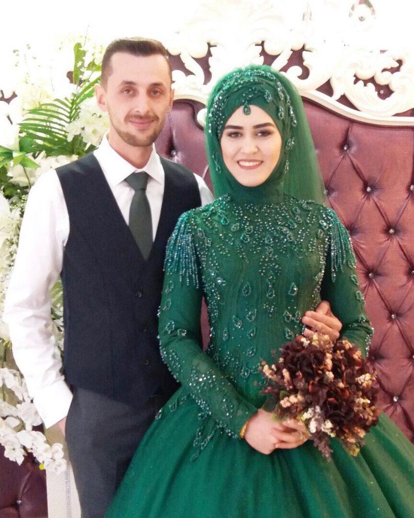 Zumrut Nisanlik 2018 819x1024 - 2018 En Güzel Tesettür Abiye Elbiseleri