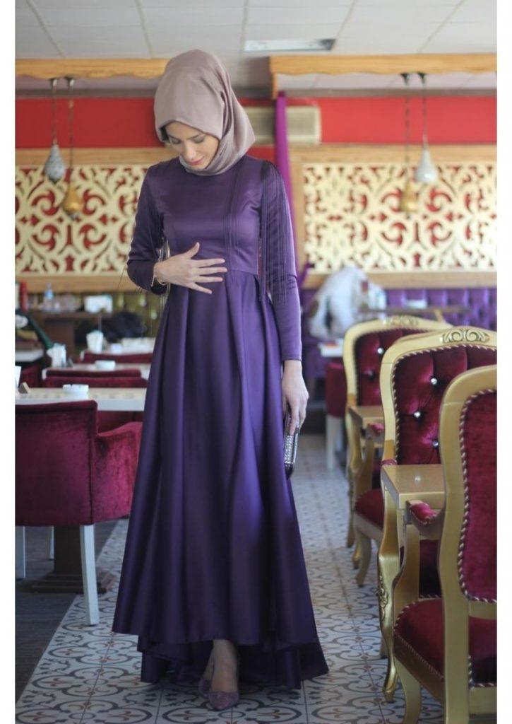 Tesettur Hamile Abiye Elbise Modelleri abiye elbise mor 725x1024 - Tesettür Hamile Abiye Elbise Modelleri