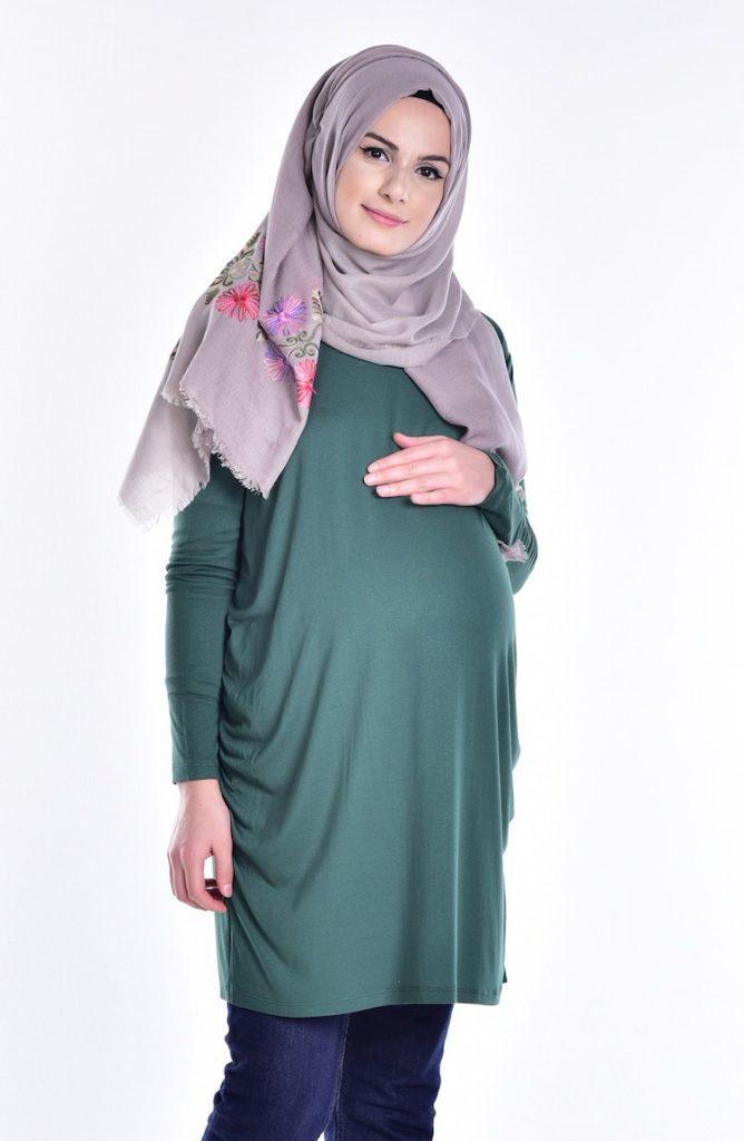 Tesettur Hamile Abiye Elbise Modelleri zumrut yesili tunik 668x1024 - Tesettür Hamile Abiye Elbise Modelleri