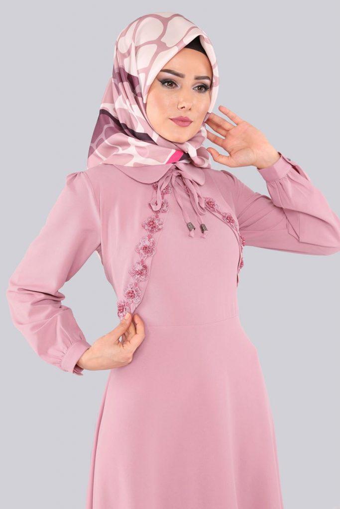 2018 Genc Tesettur Abiye Elbise Modelleri-cicek-gupurlu-tesettur-elbise-pudra
