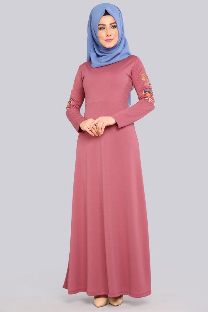 2018 Genc Tesettur Abiye Elbise Modelleri kollari nakisli elbise gul kurusu 683x1024 - 2018 Genç Tesettür Abiye Elbise Modelleri