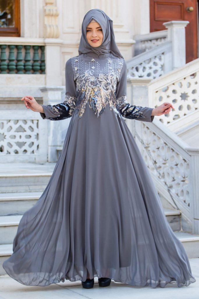2018 Payetli Tesettur Abiye Elbise Modelleri-pul-payetli-ve-aplike-detayli-tesettur-abiye-elbise-gri
