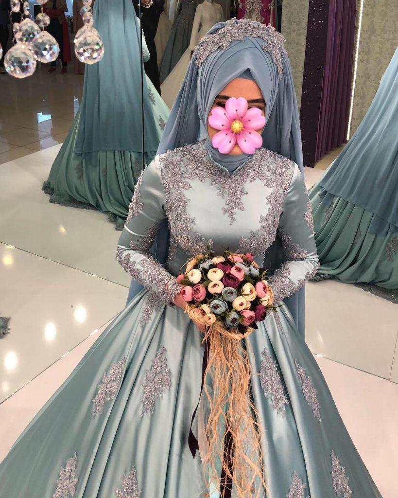 En Begenilen Tesettur Nisanlik Modelleri 9 819x1024 - 2018 Tesettür Pileli Abiye Elbise Modelleri