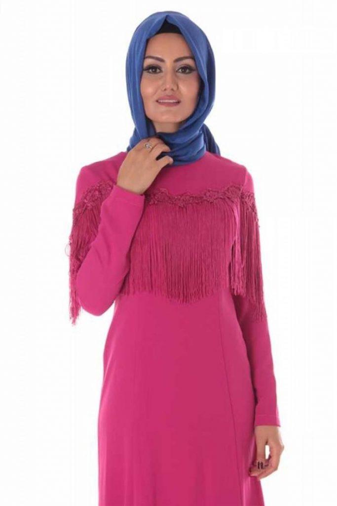 En Guzel Patirti.Com Tesettur Abiye Elbise Modelleri-ustu-puskul-dantel-detayli-tesettur-abiye-fusya