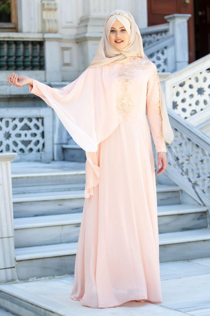 En Guzel Sedanur.com Tesettur Abiye Elbise Modelleri-asimetrik-koldan-plerinli-dantelli-pudra