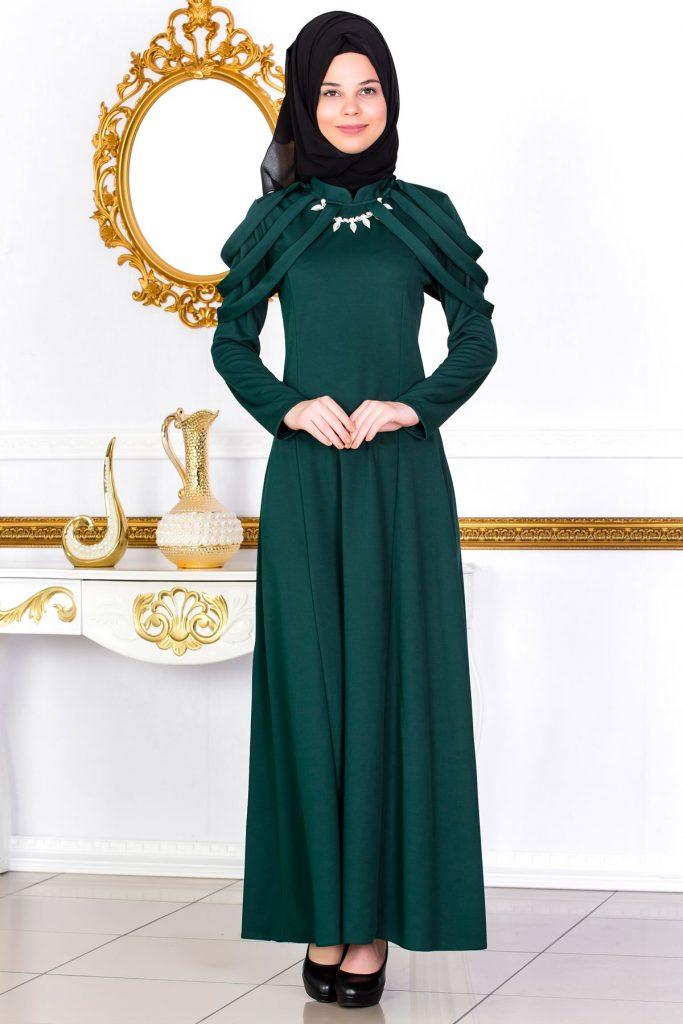 En Guzel Sedanur.com Tesettur Abiye Elbise Modelleri-kolyeli-ve-omuz-detayli-tesettur-elbise-zumrut