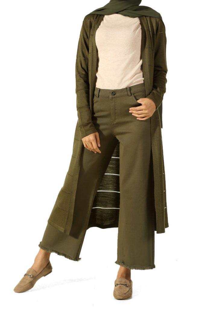 en sik tesettur bayan pantolon modelleri bol paca puskullu pantolon 683x1024 - En Şık Tesettür Bayan Pantolon Modelleri