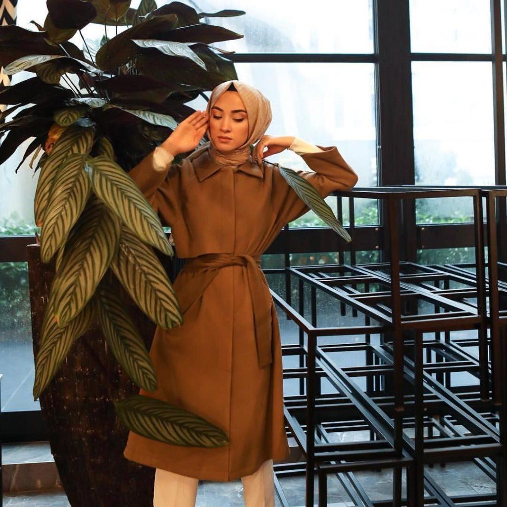 025b85c49356d 2019 Kış Mevsimine Özel En İyi Tesettür Giyim Palto ve Kaban Önerileri